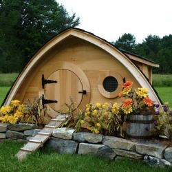 hobbit inspired chicken coop | dwellinggawker